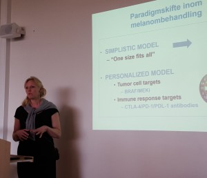 Hanna Eriksson berättade om det senaste inom medicinsk behandling vid melanom.